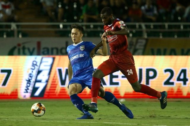 Thắng B.Bình Dương, CLB TPHCM tạm đòi lại ngôi đầu bảng V-League - 1
