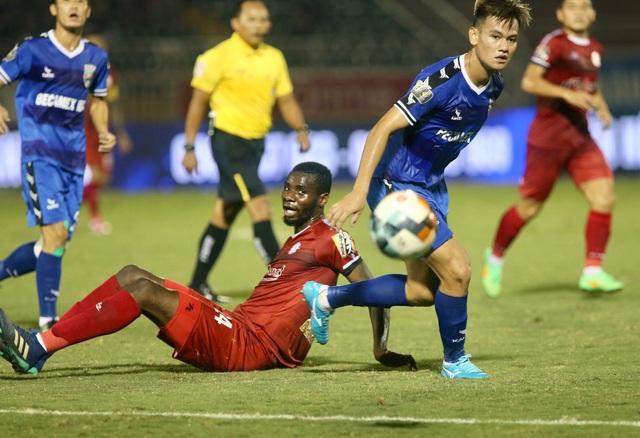 Thắng B.Bình Dương, CLB TPHCM tạm đòi lại ngôi đầu bảng V-League - 3