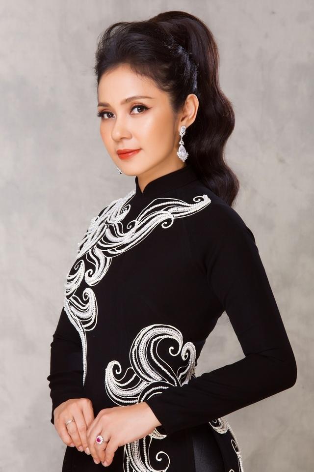"""Việt Trinh tái hiện thần thái """"Người đẹp Tây Đô"""" sau 23 năm - 11"""