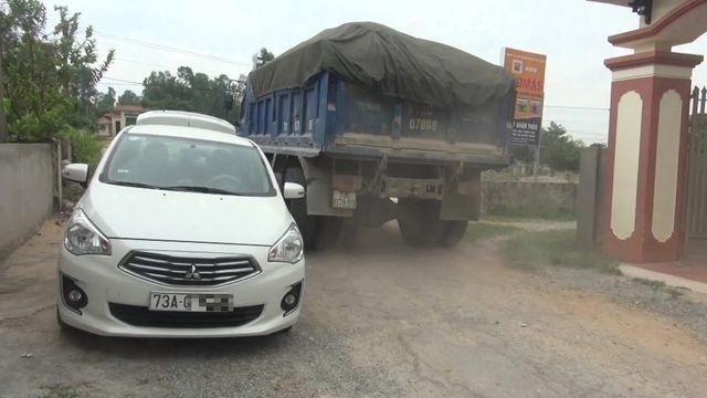 Đau đầu tình trạng ô tô đại náo làng quê vì né trạm thu phí - 3