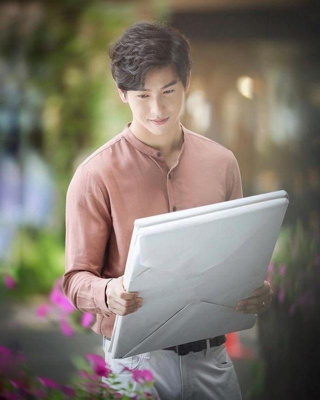 """Mỹ nam hấp dẫn của màn ảnh Thái Lan gây sốt với """"Chiếc lá cuốn bay"""" - 19"""