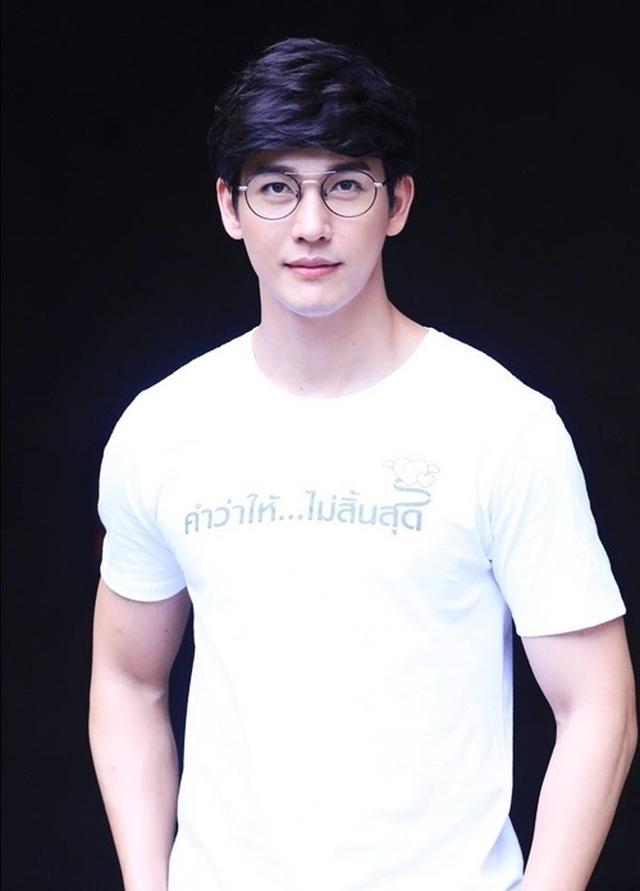 """Mỹ nam hấp dẫn của màn ảnh Thái Lan gây sốt với """"Chiếc lá cuốn bay"""" - 4"""