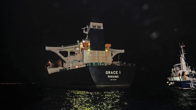 Anh thả thủy thủ đoàn siêu tàu chở dầu Iran  - 1