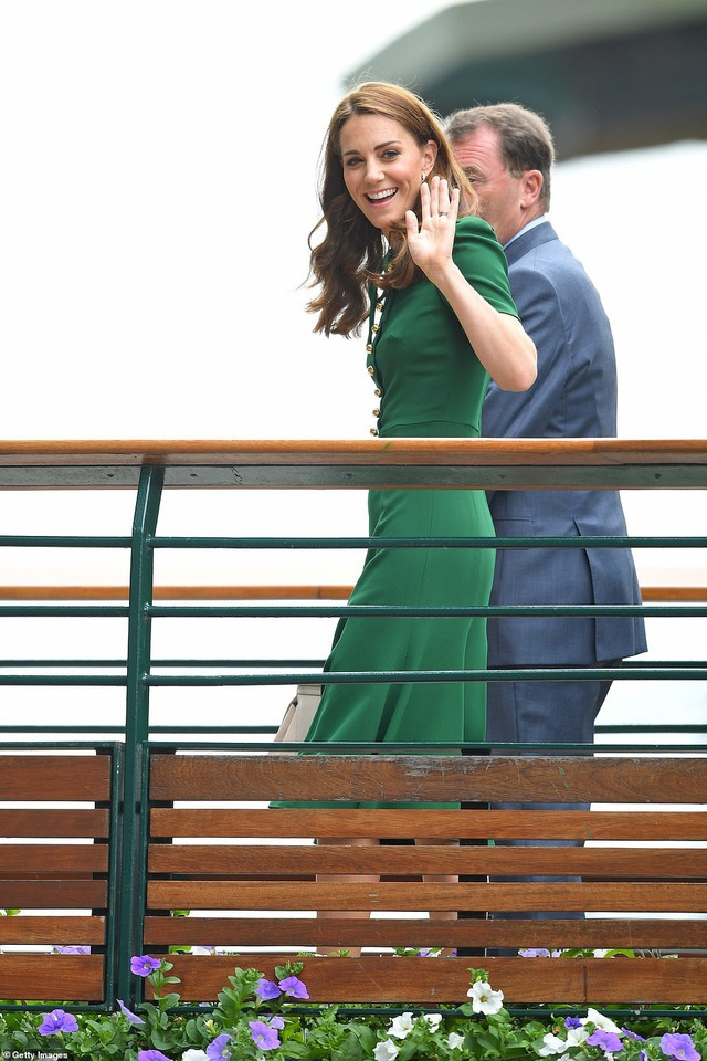 Công nương Kate Middleton diện váy gần 4000 USD đi xem tennis - 1
