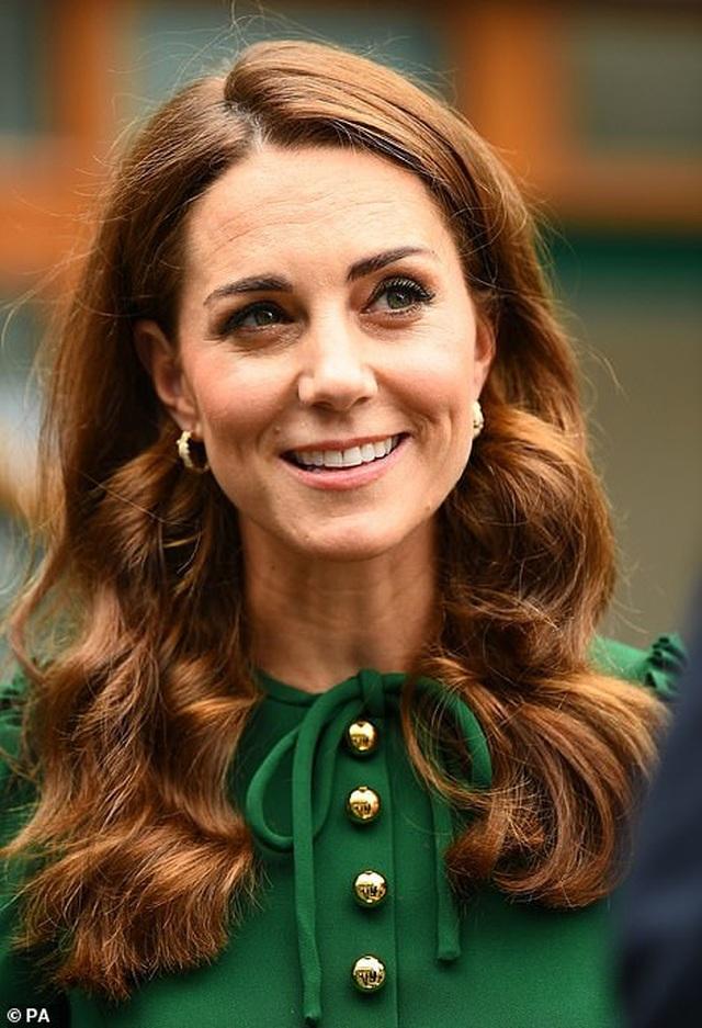 Công nương Kate Middleton diện váy gần 4000 USD đi xem tennis - 6