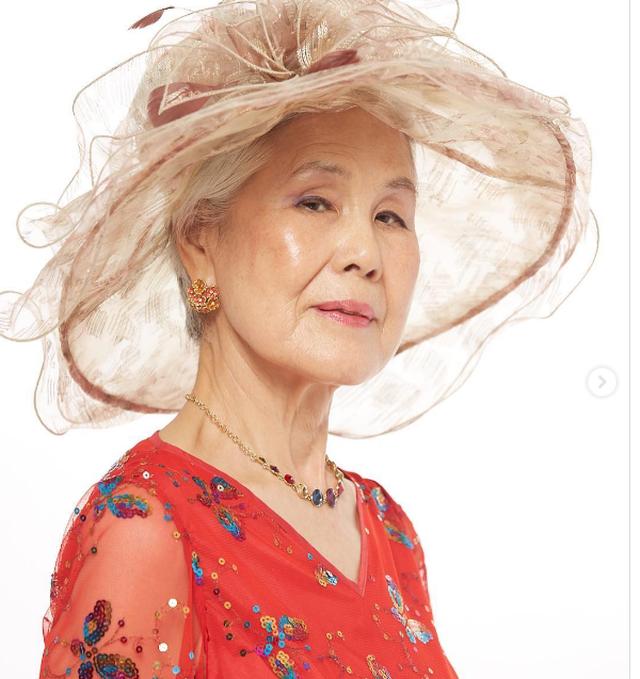 Sức hút của người mẫu 77 tuổi đến từ xứ sở kim chi - 2