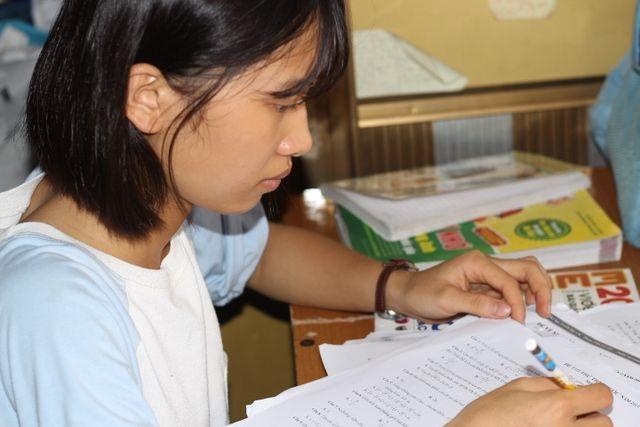 Nhiều trường đại học sẵn sàng nhận nữ sinh nghèo bỏ thi tốt nghiệp chịu tang bố - 3