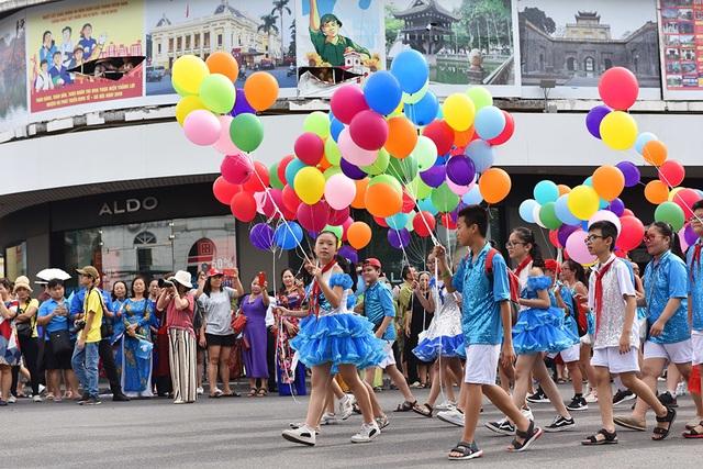 10.000 người diễu hành quanh hồ Gươm mừng Thành phố vì hòa bình - 15