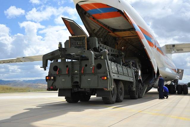 """Cận cảnh lô """"Rồng lửa"""" S-400 đầu tiên Nga chuyển cho Thổ Nhĩ Kỳ - 4"""
