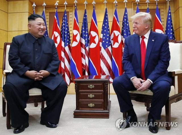 """Tổng thống Trump: """"Ông Kim Jong-un ít cười, trừ khi gặp tôi"""" - 1"""