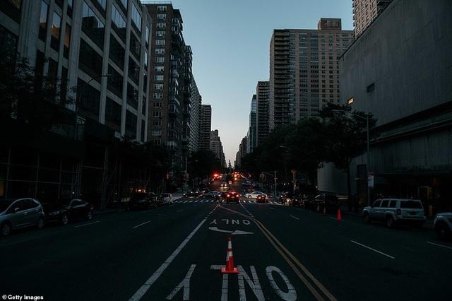 Thành phố New York tê liệt vì mất điện trên diện rộng - 3