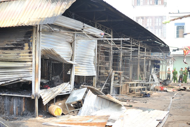 Vụ cháy chợ thiêu rụi 45 ki ốt: Trên 10 tỷ đồng ra tro - 3