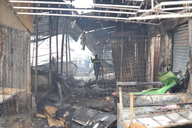 Vụ cháy chợ thiêu rụi 45 ki ốt: Trên 10 tỷ đồng ra tro - 2