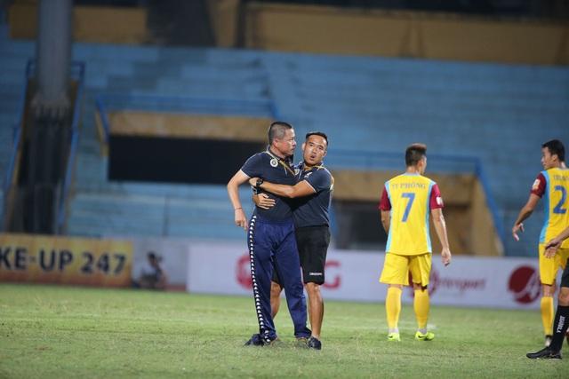 HLV CLB Hà Nội chỉ trích trọng tài sau trận hoà đội cuối bảng - 1
