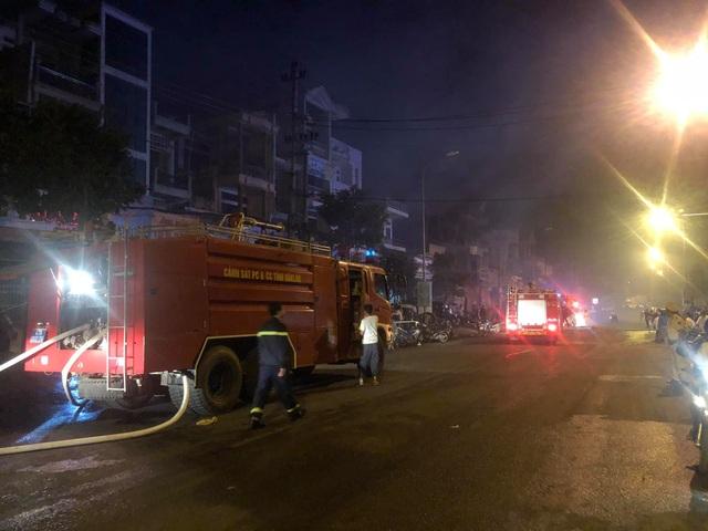 Cháy chợ dữ dội trong đêm, 45 ki ốt bị thiêu rụi - 2