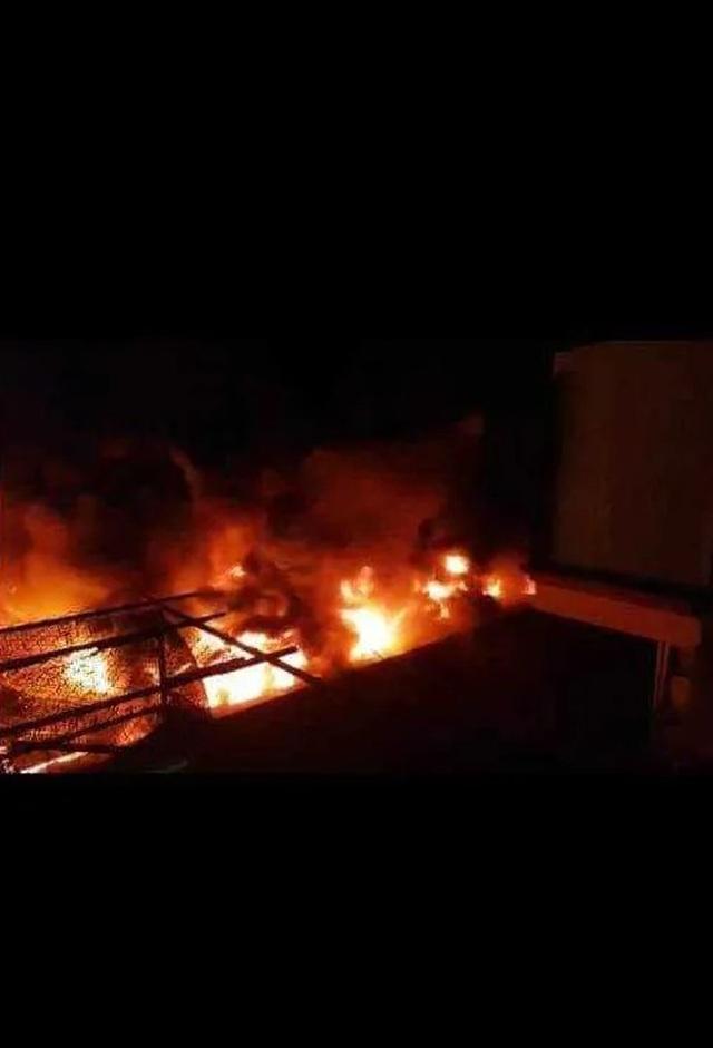 Cháy chợ dữ dội trong đêm, 45 ki ốt bị thiêu rụi - 1