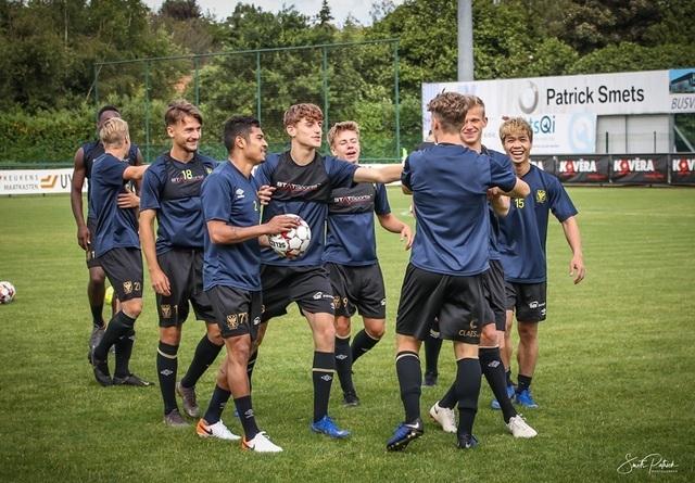 Công Phượng chính thức ra mắt các đồng đội mới tại Bỉ - 1