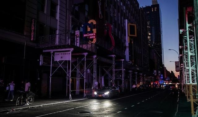 Thành phố New York tê liệt vì mất điện trên diện rộng - 1