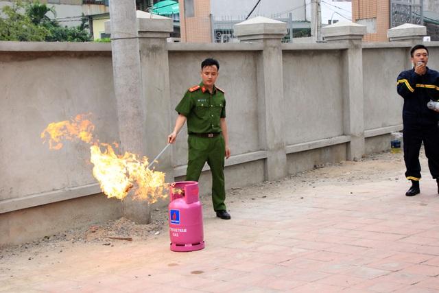Hà Nội: Hơn 100 em nhỏ được tập huấn kỹ năng phòng cháy chữa cháy - 7