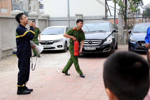 Hà Nội: Hơn 100 em nhỏ được tập huấn kỹ năng phòng cháy chữa cháy - 6
