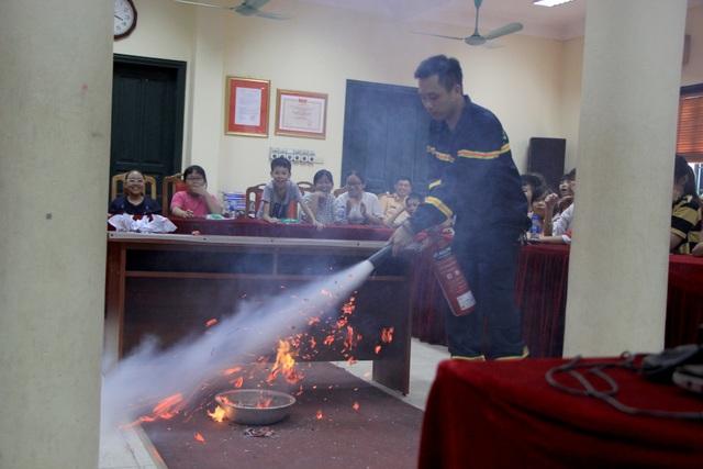 Hà Nội: Hơn 100 em nhỏ được tập huấn kỹ năng phòng cháy chữa cháy - 4