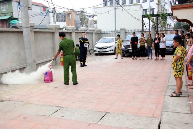 Hà Nội: Hơn 100 em nhỏ được tập huấn kỹ năng phòng cháy chữa cháy - 8