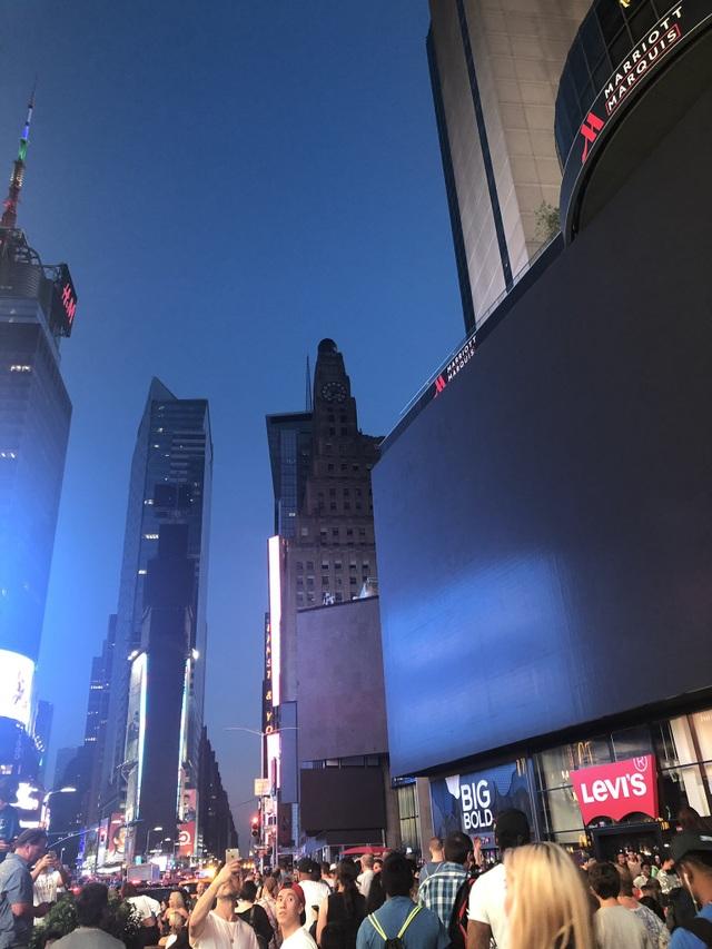 Thành phố New York tê liệt vì mất điện trên diện rộng - 5