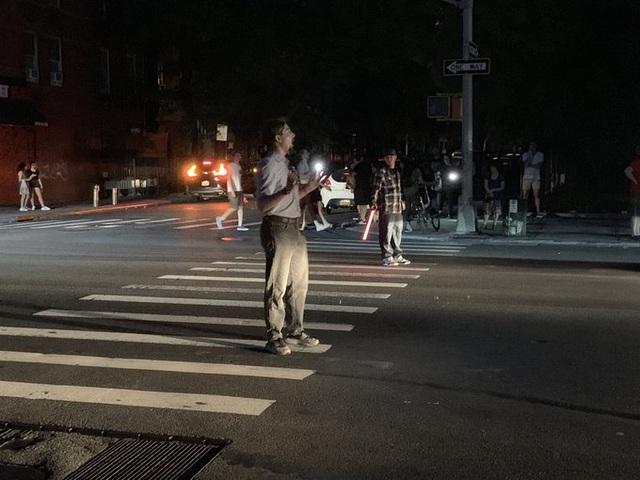 Thành phố New York tê liệt vì mất điện trên diện rộng - 4