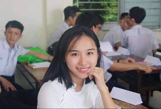 """Nữ sinh giành điểm 10 Hóa duy nhất tại TPHCM tiết lộ chuyện """"nghiện Facebook"""" - 1"""