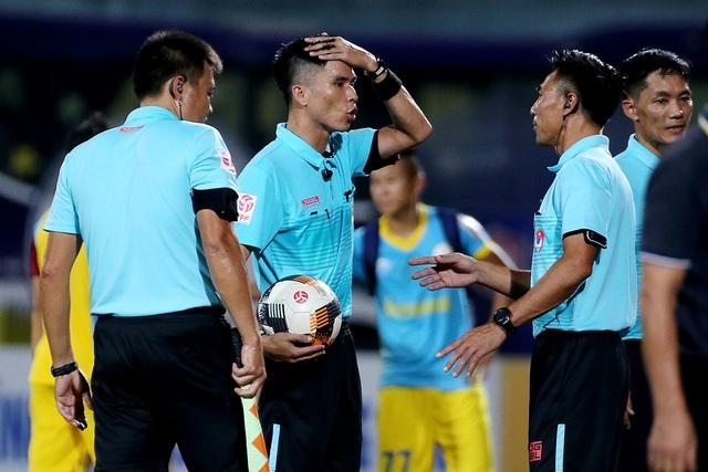 HLV CLB Hà Nội chỉ trích trọng tài sau trận hoà đội cuối bảng - 2