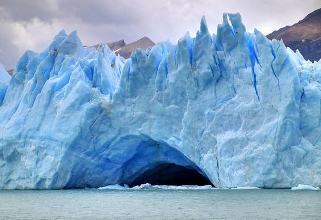 Khối băng hà khổng lồ sụp xuống với sức mạnh khủng khiếp như bom nổ - 3
