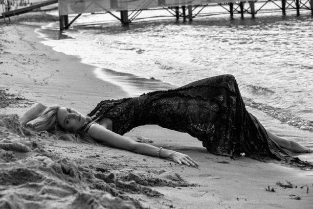 Martha Hunt thon thả và quyến rũ trong bộ ảnh mới - 10