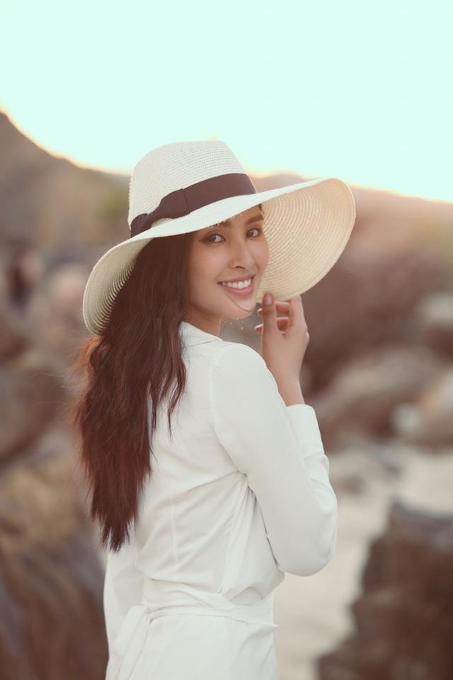 Hoa hậu Trần Tiểu Vy đẹp đôi bên trai Tây - 5