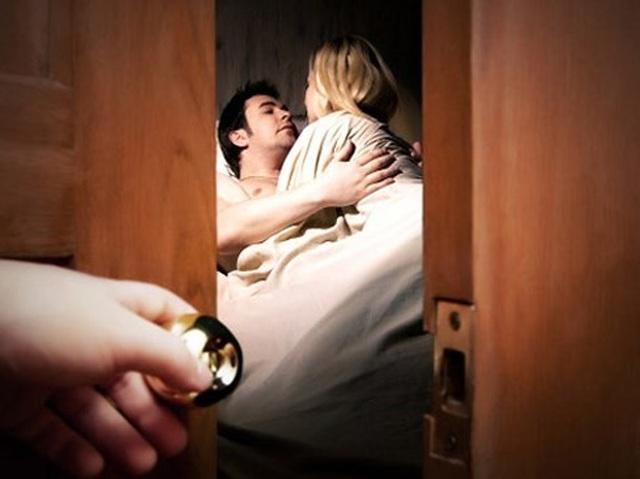Làm gì khi chồng hẹn hò với gái mại dâm? - 1
