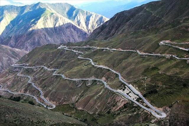 """""""Nghẹt thở"""" với tuyến đường nguy hiểm dài 30km có tới 72 khúc cua - 3"""