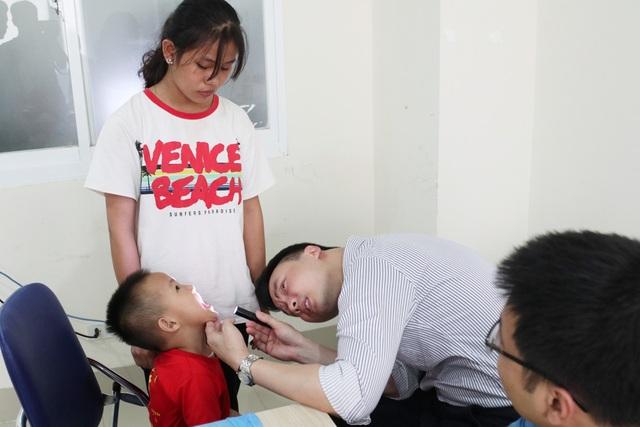 Phẫu thuật miễn phí cho hàng trăm trẻ em hở hàm ếch của 5 tỉnh miền Trung - 5