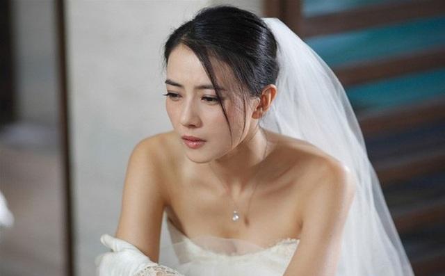 Sốc khi nhìn thấy phòng tân hôn như ổ chuột, cô dâu muốn bế bụng chạy - 1