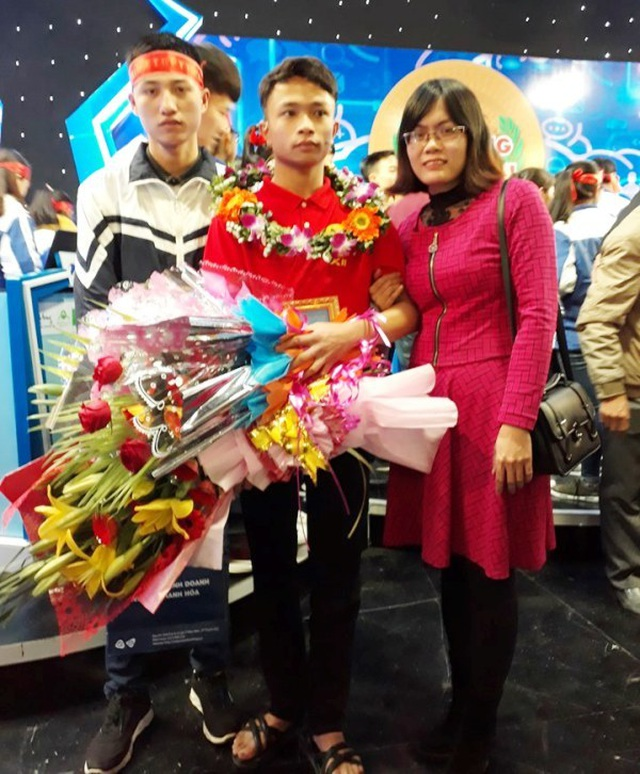 Nam sinh mồ côi xứ Thanh giành điểm 10 môn Lịch sử - 3