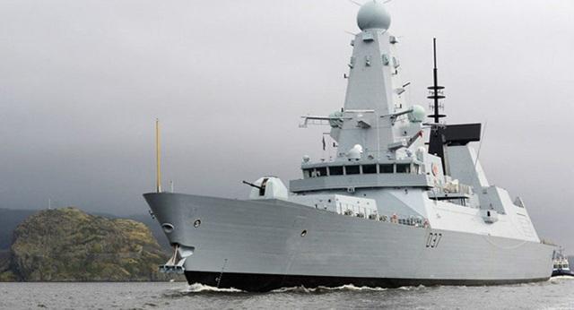 Rò rỉ video tàu chiến Anh tiến vào vùng biển sát Iran - 1
