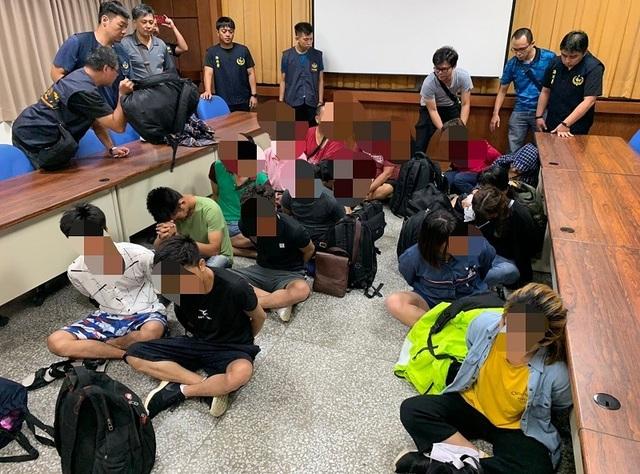 Đài Loan bắt nhóm 14 người Việt Nam vượt biên trái phép trên biển - 1
