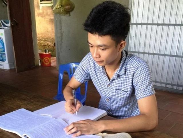 Nam sinh mồ côi xứ Thanh giành điểm 10 môn Lịch sử - 2