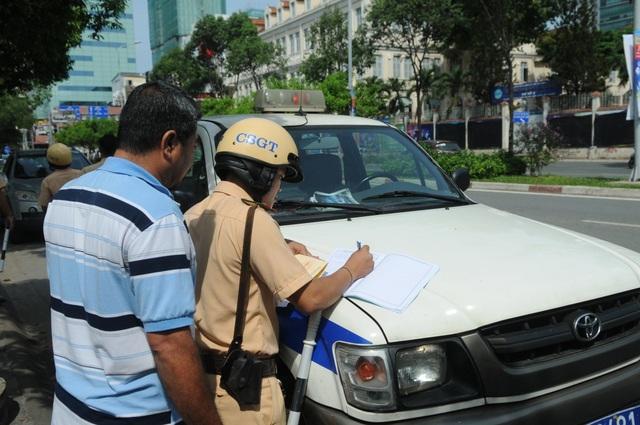 Người vi phạm vui vẻ ký biên bản, ủng hộ đợt tổng kiểm tra của Công an TPHCM - 7