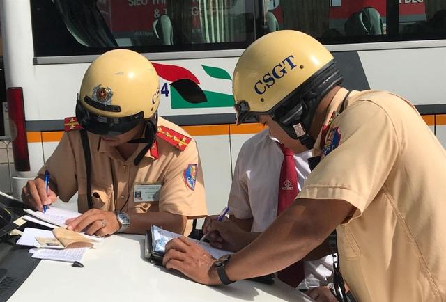 Người vi phạm vui vẻ ký biên bản, ủng hộ đợt tổng kiểm tra của Công an TPHCM - 9