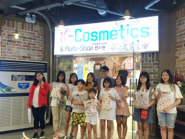 Fan Việt hào hứng chiêm ngưỡng phòng trưng bày nhóm BTS đầu tiên tại Việt Nam - 1
