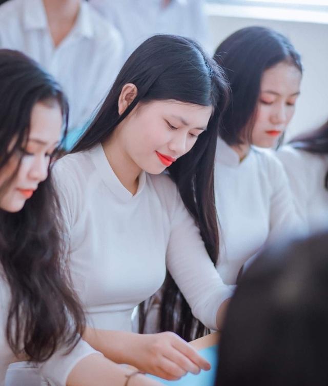 Nữ sinh trường làng xứ Nghệ đạt thủ khoa khối A toàn tỉnh - 2