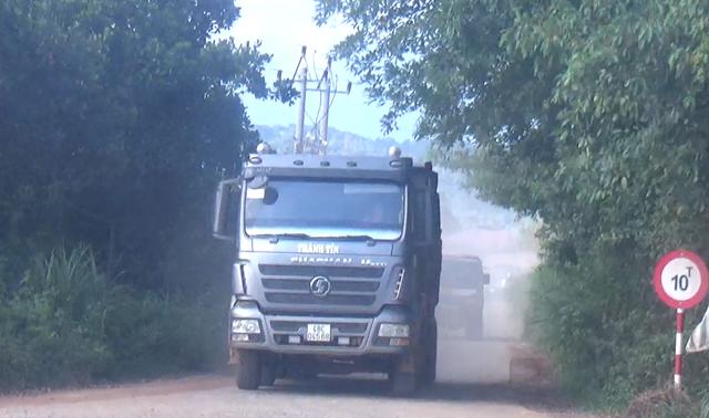 """Phó chủ tịch tỉnh Đắk Nông: """"Đường cấm tải trên 10 tấn sao xe hàng chục tấn ngang nhiên chạy?"""" - 2"""