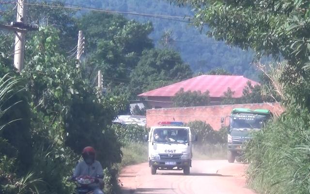 """Hàng loạt xe trọng tải lớn tiếp tục """"thách đố"""" lực lượng chức năng tại Đắk Nông - 3"""