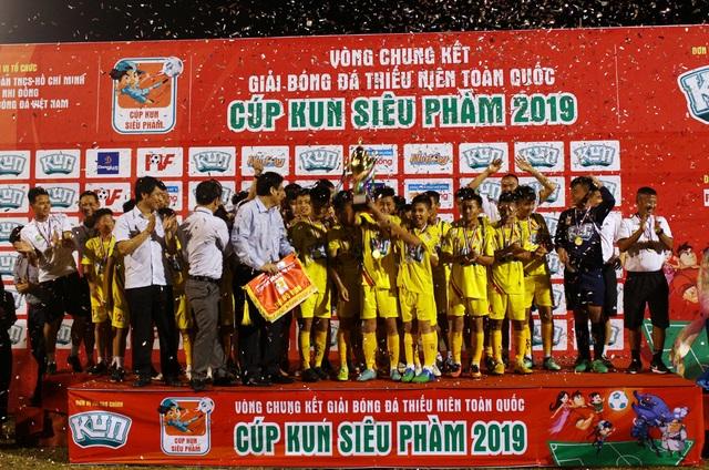 U13 SL Nghệ An lên ngôi vô địch giải bóng đá Thiếu niên toàn quốc - 1