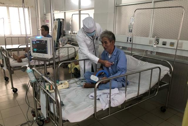 Cần Thơ: Lần đầu tiên phẫu thuật cầu nối động mạch vành không dùng tuần hoàn ngoài cơ - 1
