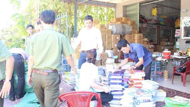 Bắt giữ hàng nghìn quyển sách giáo khoa bị dán tem giả - 3